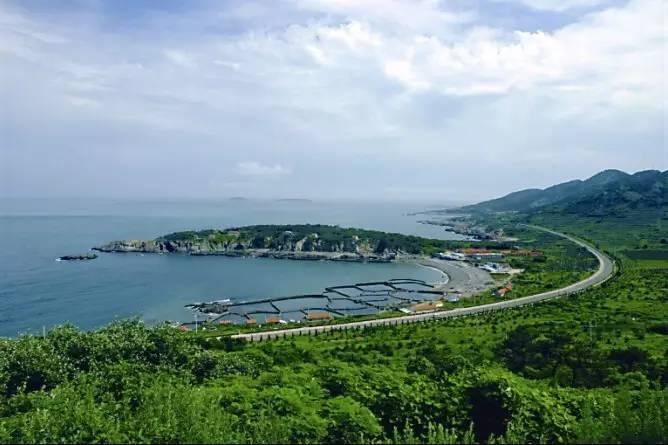 2, 青岛环岛路  位于青岛开发区的环岛路总长度42公里,由东西两条